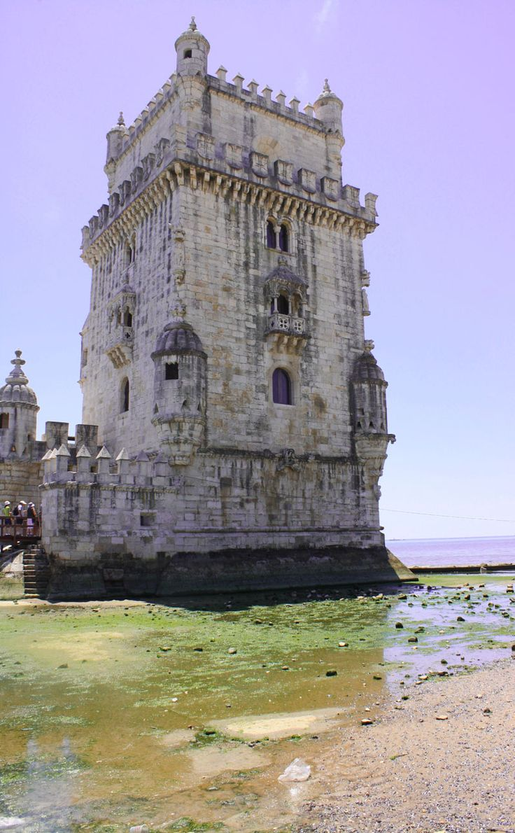 While many travel blogs focus on long-term travel, I think it is absolutely possible to discover the world one bit at a time, with short vacation. In only 12 days, we went to the best places in Portugal.