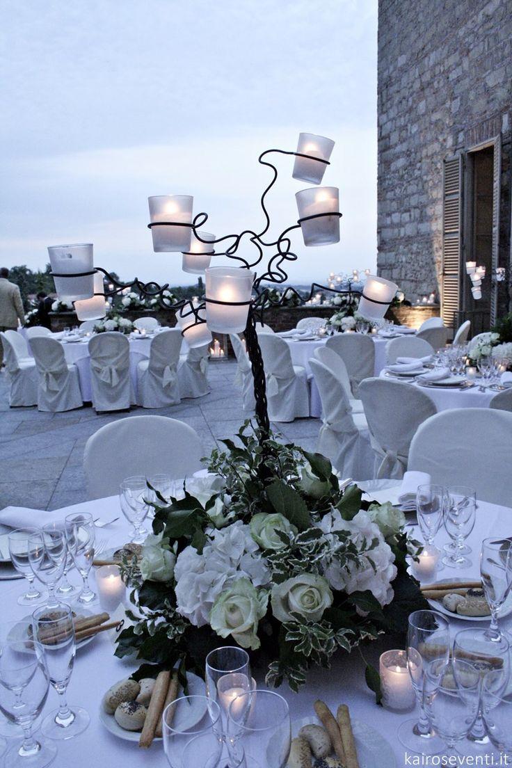 Allestimento tavoli e centritavola per matrimonio del conduttore Amadeus e Giovanna | Wedding designer & planner Monia Re - www.moniare.com | Organizzazione e pianificazione Kairòs Eventi -www.kairoseventi.it | Foto di www.kairoseventi.it