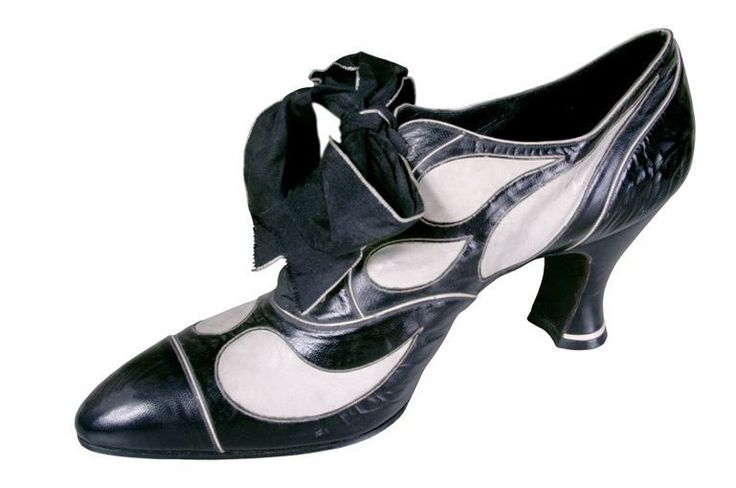 Shoe, Hellstern & Sons, 1920-28.