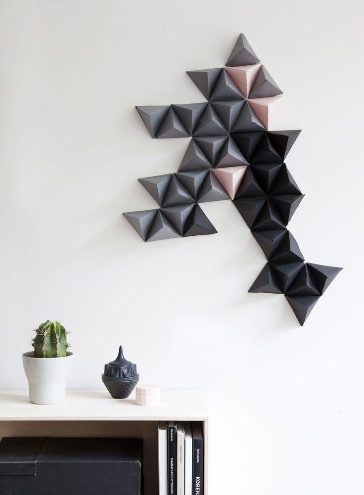 Dette er faktisk laget av papir - og du kan lage det selv; http://www.rom123.no/bilde/papirkunst-pa-veggen/