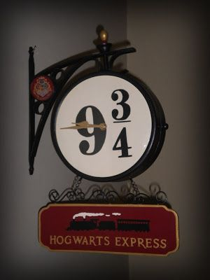 Creepy Creations by Jamie Moore: Hogwarts Express Platform 9 3/4 Wall Clock