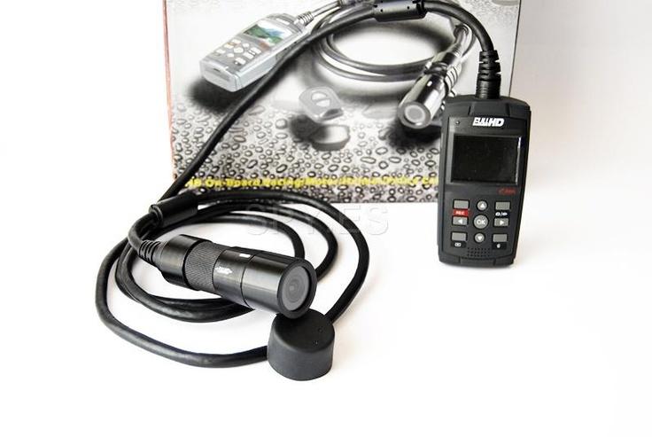 Cámara impermeable Full HD   :   http://spy.es/camara-para-deportes/681/  La cámara le permite grabar archivos de audio y vídeo en formato MOV con resolución Full HD 1080p y fotos con 8 MP. Para obtener el sonido hay que conectar un micrófono externo (no incluido). Puede tomar fotos individuales durante la grabación de vídeo.