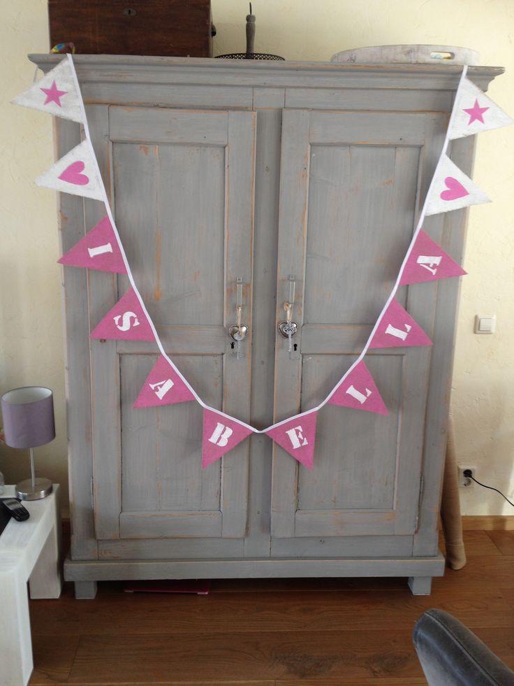 Mooie naam vlaggenlijn in roze-wit en andersom. made-by hipdushebben.