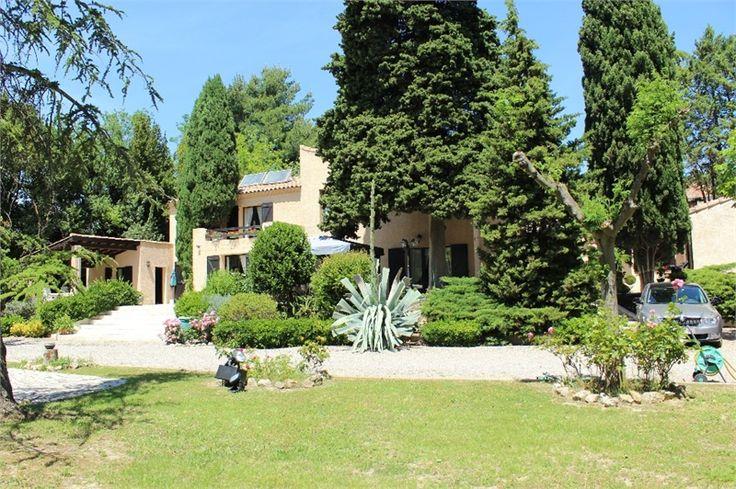 Au bord du canal du midi, magnifique propriété à vendre chez Capifrance à Narbonne.     > 365 m², 7 pièces dont 5 chambres.     Plus d'infos > Delphine Dupont, conseillère immobilière Capifrance.