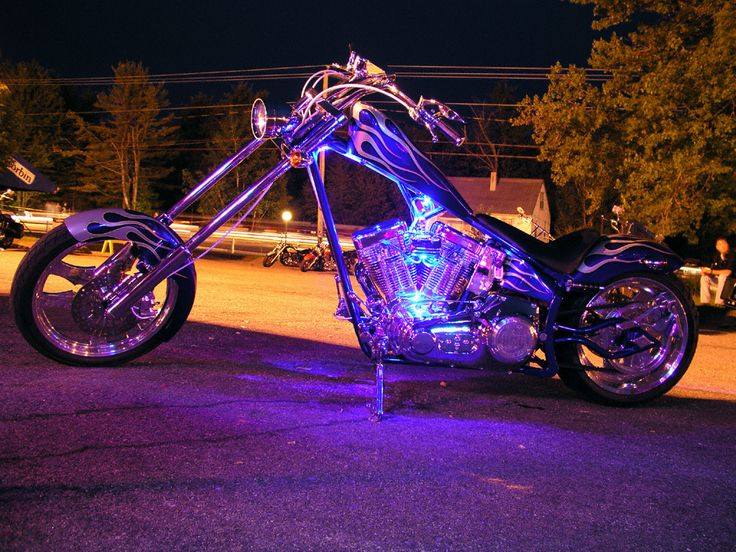 Google Image Result for http://onehandedbikers.files.wordpress.com/2011/12/awesome-choppers-motorcycles-18040865-1024-7681.jpg