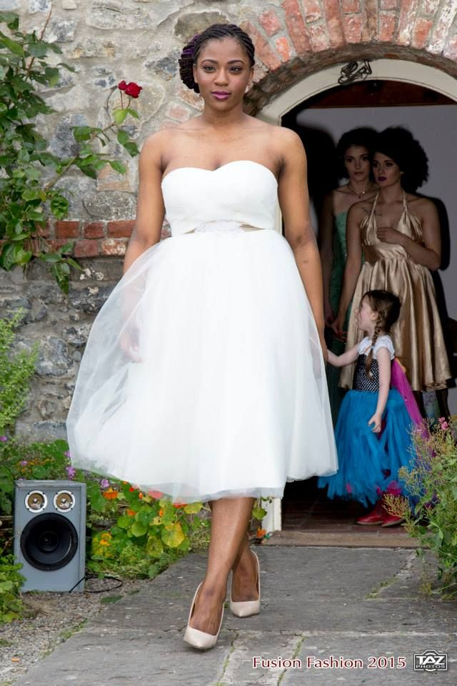 Stunning retro wedding Dress with Handmade Beaded Lace flowers and Gold belt  Now On Sale from €630 to €400 for a limited time , buy it online on www.facebook.com/katleenamazonasfashion  *Size 14 - 16