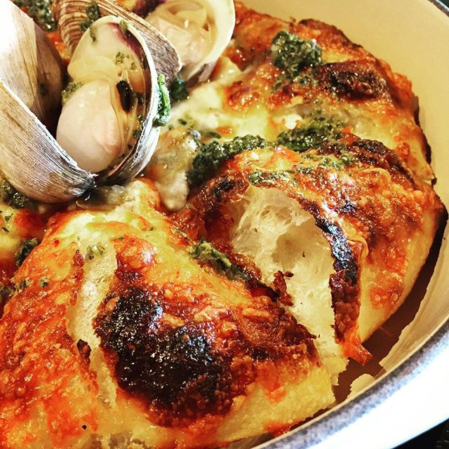 Clam Pie Fugazza from @charbar_yyc is like pizza meets the sea! And these clams were gargantuan!! #yycfoodie #evliving #tgif #sixfootcanasian #6FCA @sidewalkcitizen