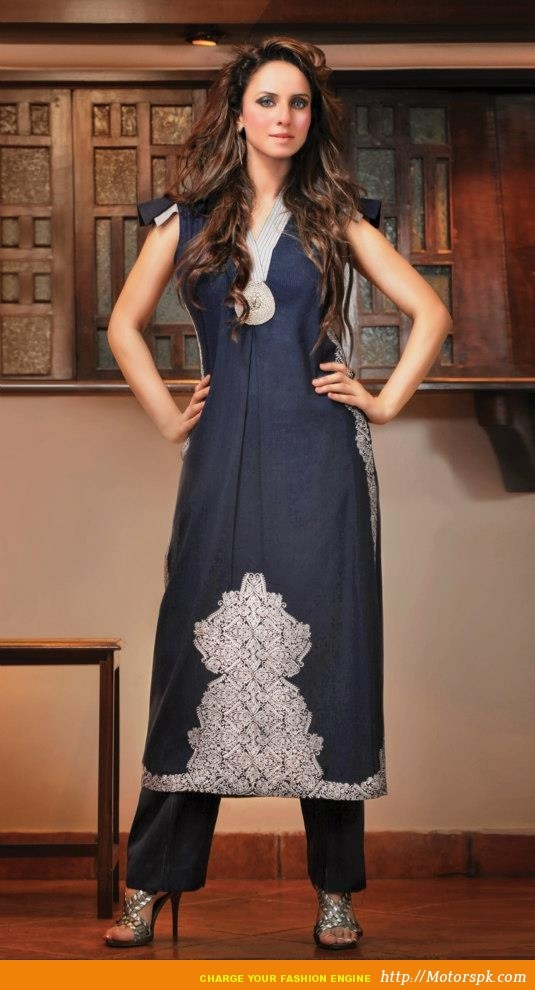 http://www.motorspk.com/magazines-photoshots/taana-baana-fashion-magazine-photoshot-women/ Shalwar Kameez Designs from Taana Baana (6)