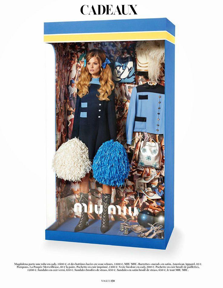 il fotografo italiano  Giampaolo Sgura di moda ha creato ha ricreato 12 confezioni ispirandosi ad altrettanti diversi brand, con all'interno nessuna bambola, ma una vera modella!! Curate nei minimi dettagli, con una quasi maniacale  e perfezione, Sgura ha fatto in modo che  ricordasse quanto più il packaging della bambola più amata dalle bambine e donne di tutti i tempi, ma in veste delle nuove tendenze del 2015.MIUMIU