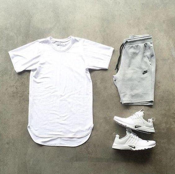 Look Réveillon 2018. Macho Moda - Blog de Moda Masculina: Looks Masculinos para o RÉVEILLON 2018: 33 Dicas de Visual para a Virada do Ano. Moda para Homens, Roupa de Homem Réveillon, Roupa de Homem Réveillon 2018. Camiseta Longline Branca, Bermuda Cinza de Moletom Nike, Nike Air presto Branco