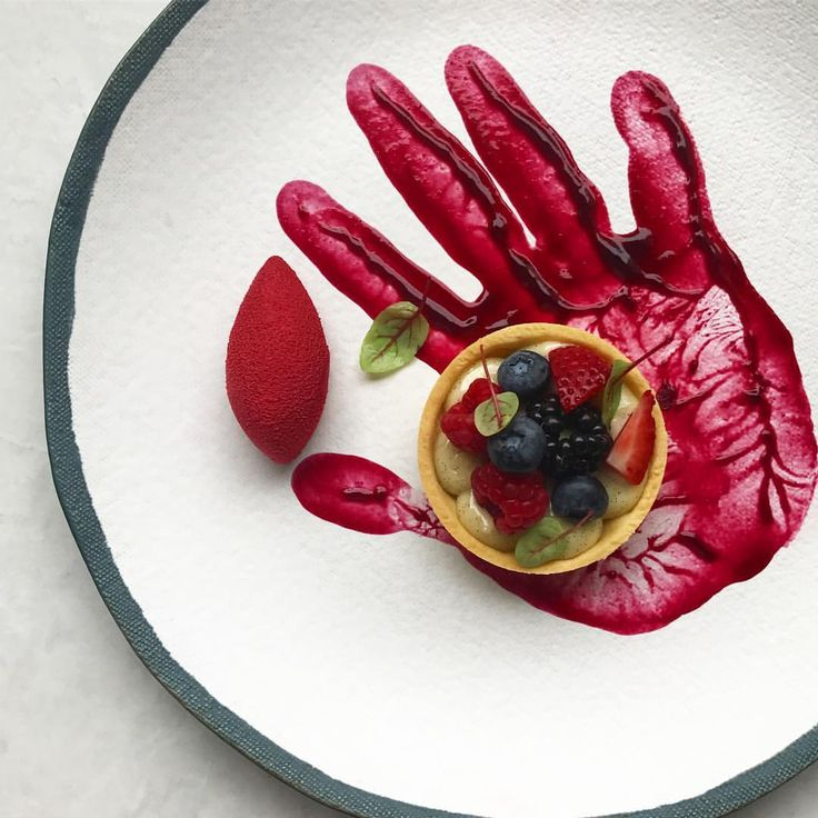 3,776 mentions J'aime, 115 commentaires – Nick (@royalebrat) sur Instagram : « Red velvet mousse & berries tart   มูสเรดเวลเวท กับ เบอรี่ทาร์ท »