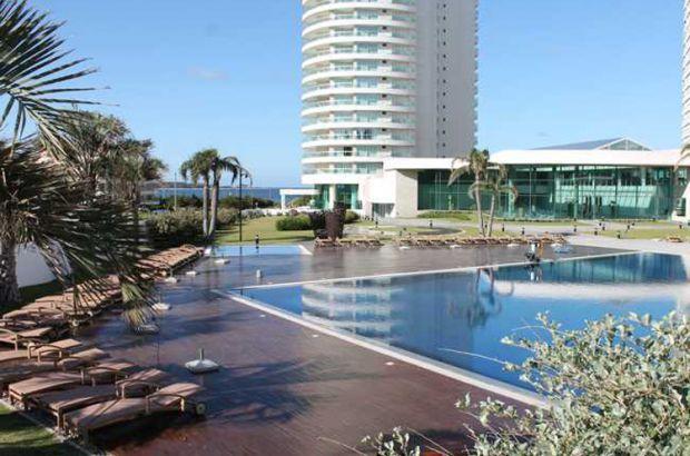 Vista desde la piscina exterior