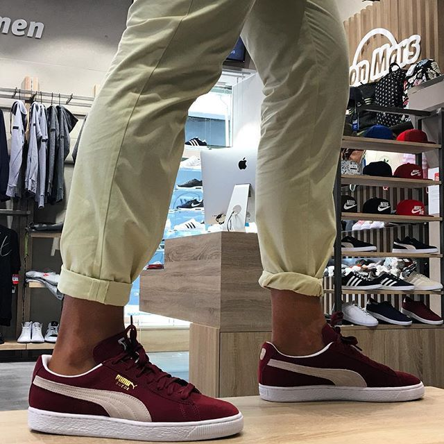 WEBSTA @ fom_vigo - Puma Suede. Los clásicos nunca fallan . #Puma #Suede #outfits #otoño #zapas #sneaker #sneakerhead #principe #vigomola #vigocentro #viernes #finde #retro #fom_vigo #oldschool #clasicos #sneakers #classic