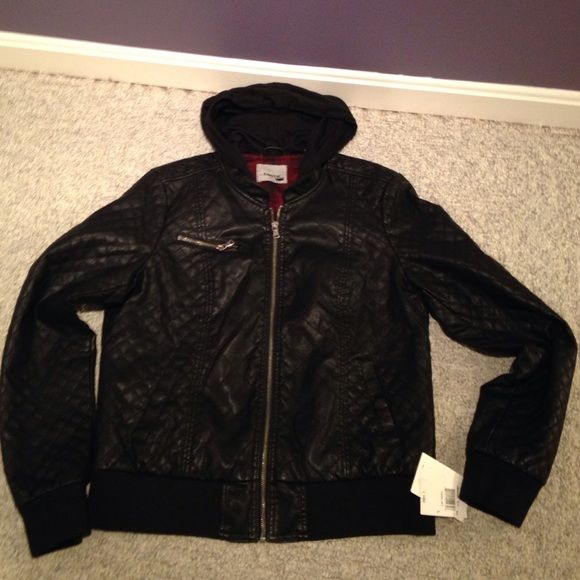 NTW Levi's bomber jacket with hood. NWT Levi's faux leather quilted bomber jacket w/ hood! Absolutely STUNNING. Has a plaid interior. Lightweight and perfect for any day! Size L. No trades No PayPal. Levi's Jackets & Coats