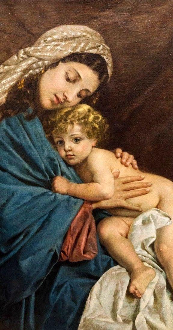 Madre querida, en el momento de nuestra muerte aprétanos muy fuerte, y entréganos en los brazos de Tu amado Hijo.