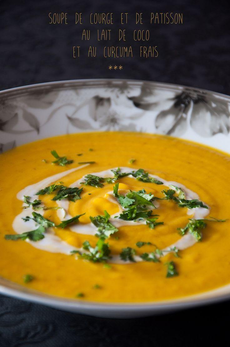 Soupe de courge et de pâtisson au lait de coco et au curcuma frais