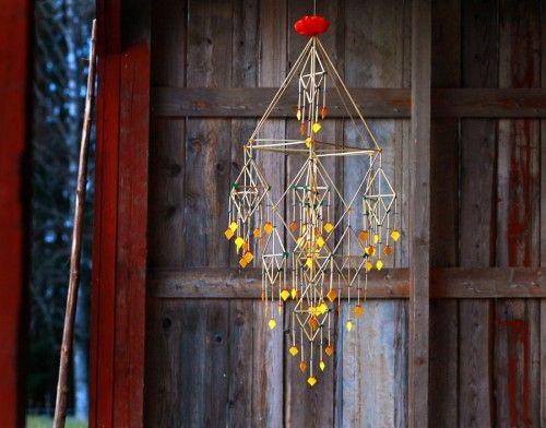 """By Per-Åke Backman, Sweden """"Den gyllene kronan"""" av Per-Åke Backman, som är aktuell med utställningen Närproducerat på Dalarnas museum. Vackrare halmkronor har jag väl ..."""