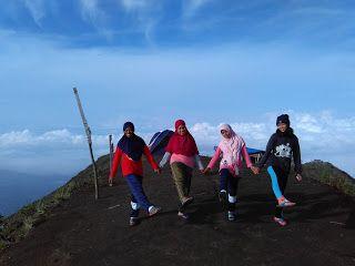Semut Liar Yogyakarta: Gunung Andong - Semutliar Yogyakarta