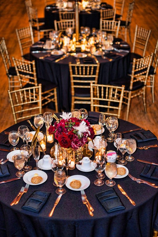 Gold and Red Old Hollywood Glam Winter Wedding | bellethemagazine.com