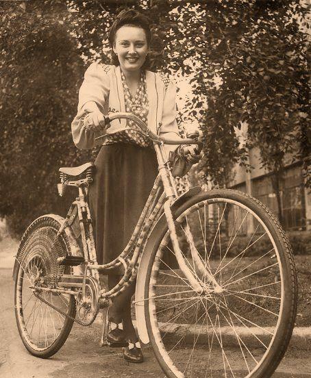 Lida Baarova and her bike in the 1930s