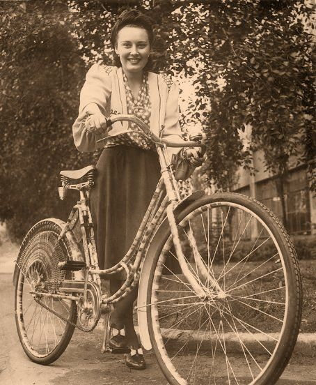 Lida Baarova and her bike in the 1930s