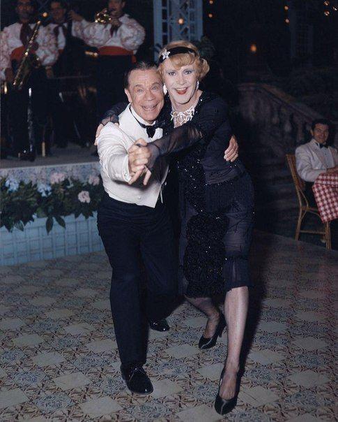 """Джо Э. Браун и Джек Леммон на съёмках фильма """"В джазе только девушки"""", 1959 год."""