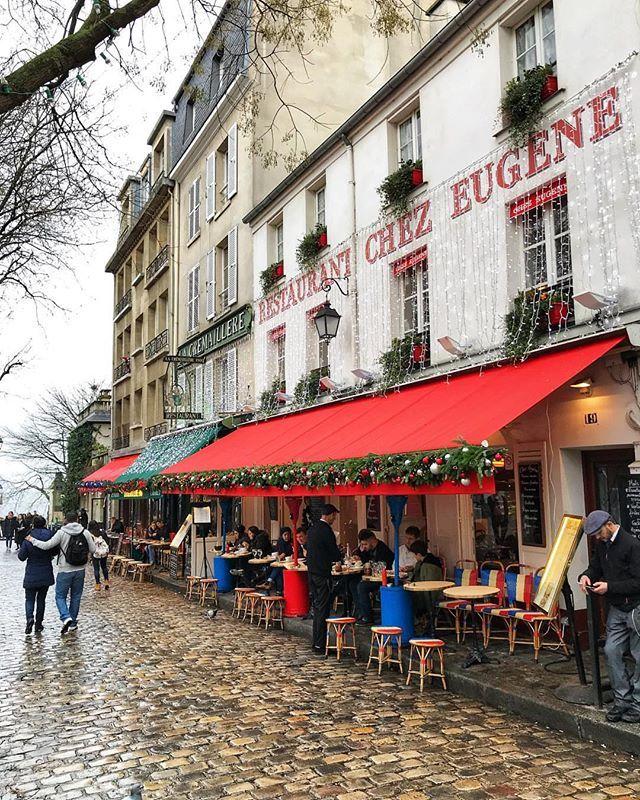 Restaurant Chez Eugene Place Du Tertre Montmartre Paris Boiteaufle Fle Learnfrench Apprendrelefrancais A Montmartre Paris Montmartre Place Du Tertre