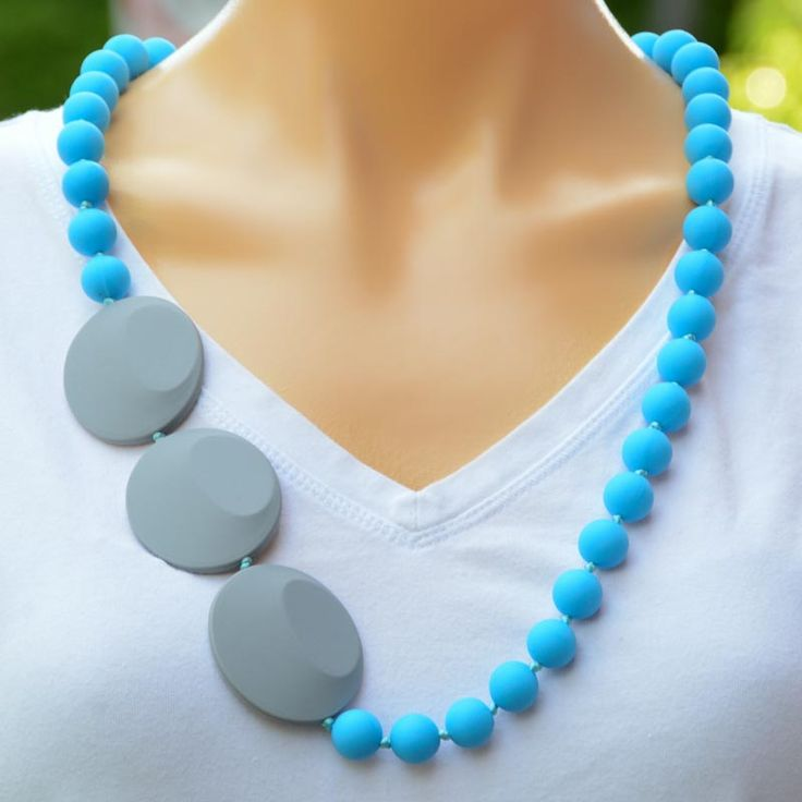 The Sidekick teething necklace. Perfect for when your baby is on your hip, and they need something to grab and chew. This necklace is the height of functionality when it comes to your baby's teething.