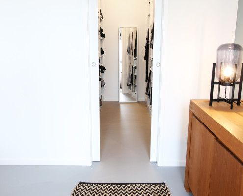 Walk in closet maatwerk deuren deco verlichting walk in closet pinterest deco - Kleine badkamer deco ...