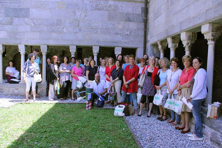 Docenti @Chiostro di Voltorre con la mascotte del centro ReMida Varese durante un incontro per i docenti