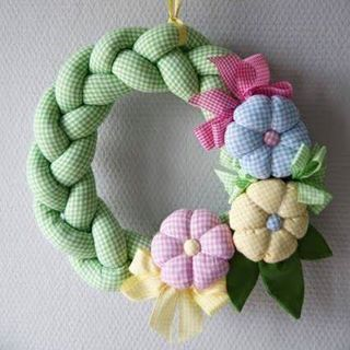 Guirlanda trançada#revistaartesanato #artesanato #arte #handcraft #craft #handmade #diy #doityourself #passoapasso #guirlanda #cute #flowers #green #flores