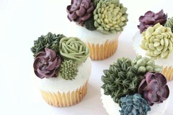Cupcakes decorados con cactus y suculentas