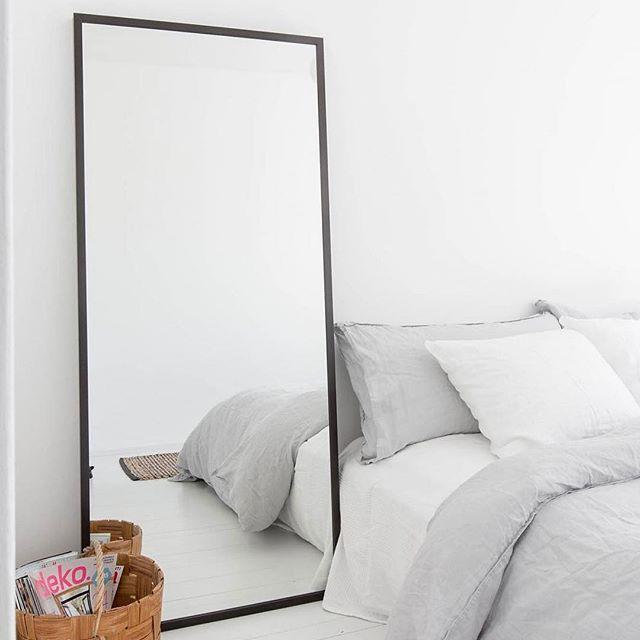 die besten 25 schlafzimmerspiegel ideen auf pinterest wei es schlafzimmer dekor jugendliche. Black Bedroom Furniture Sets. Home Design Ideas