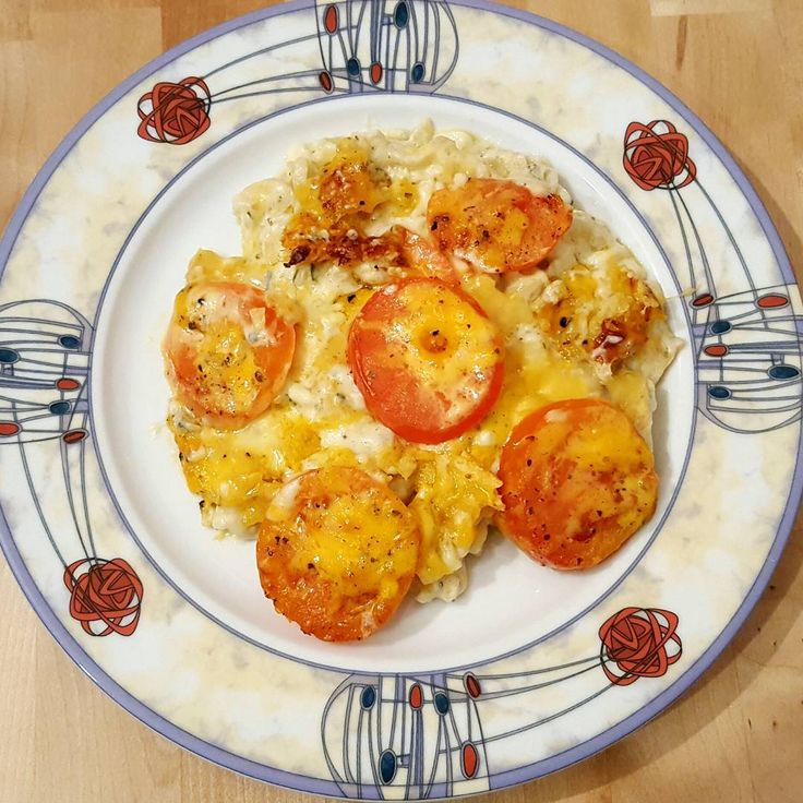 This was without doubt the most luxurious Macaroni Cheese I've ever made: http://thefatfoodie.co.uk/2016/12/28/macaroni-cheese/ #thefatfoodie #macaronicheese #pasta #cheese #vegetarian #dinner #italian #cheesesauce #tomatoes