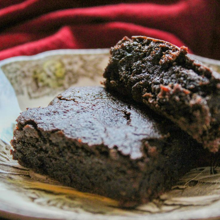 Next up in my virtually sinless cookie series: Chocolate Chaga Brownies!  But first, I feel like I need to state something for the record --I don't consider butter a sin, so do with that what you will... ;) All that shimmers is not gold, and all that is brown and square is not a brownie.