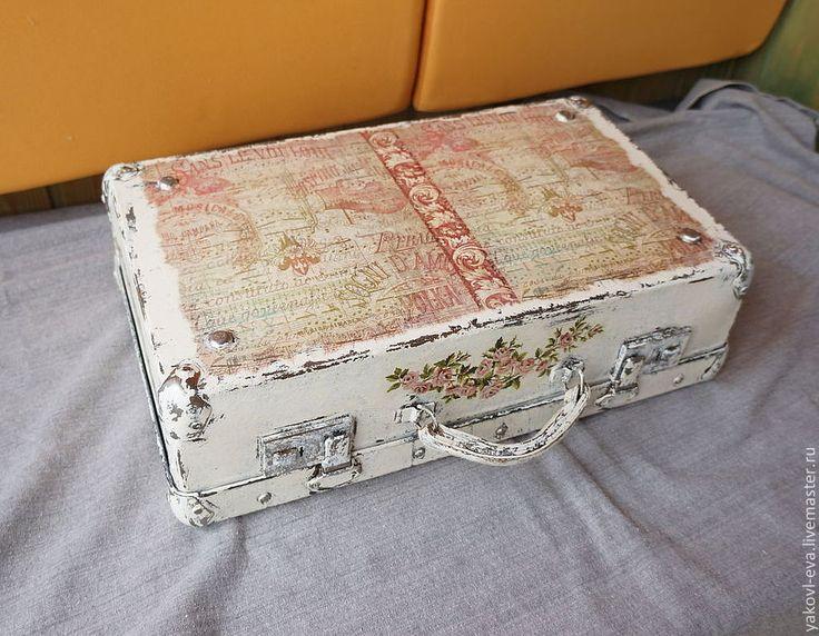 Купить Декор старого чемоданчика. - бледно-розовый, чемодан, переделка, шебби шик, розы