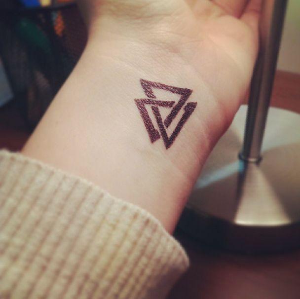 Significado da tatuagem do triângulo 6