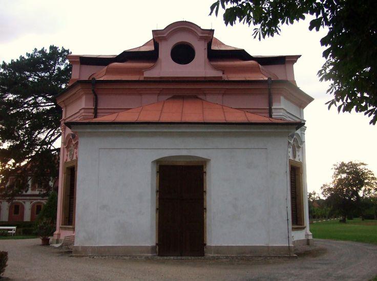 Mnichovo Hradiště - salla terrena in a garden