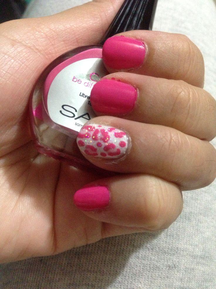 Uñas rosa con leopardo
