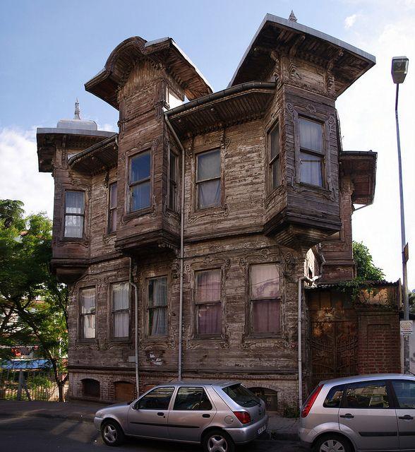 Eski Kızılay Binası - Sariyer, Istanbul by guraydere, via Flickr