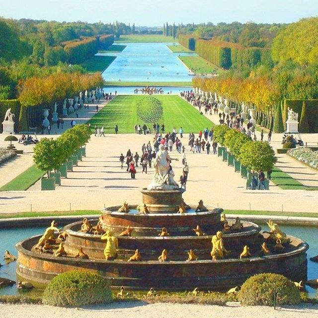 """""""Uma dica bem legal enviada pela @aventurasdalu é uma visita ao Jardim de Versalhes, um dos maiores jardins formais já criados no mundo, foi desenhado em…"""""""