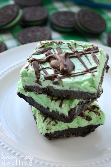 {No Bake} Mint Oreo Meltaways from Lemon Tree Dwelling - the perfect St. Patrick's Day treat!