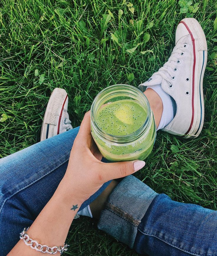 Greens superfood breakfast smoothie (vegan)