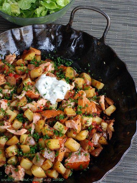 Gebratene Kartoffeln mit Stremellachs und Schnittlauch-Creme #Kartoffeln #Lachs #Fisch