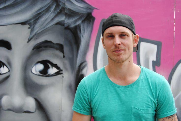 https://vimeo.com/142552146    Esses incríveis murais foram feitos porLinus Lundin, mais conhecido porYASH, um artista de rua baseado em Estocolmo, na Suécia.Yash tem um estilo delicado e realista, não muito comum em arte de rua, o que imprime ...