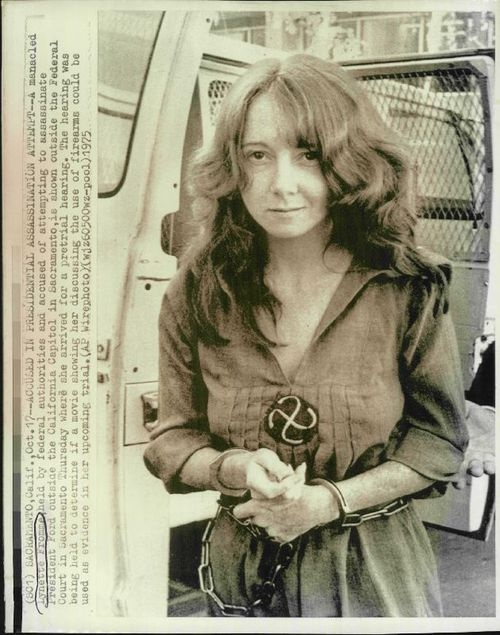 September 5 - In Sacramento, California, Lynette Fromme, a follower of jailed cult leader Charles Manson, attempts to assassinate U.S. President Gerald Ford, but is thwarted by a Secret Service agent.