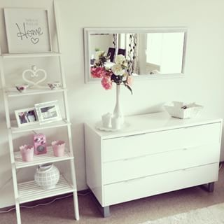 Use a ladder to stylize a bedroom… | 23 Cleverly Creative Ways To Decorate Your Rented Apartment