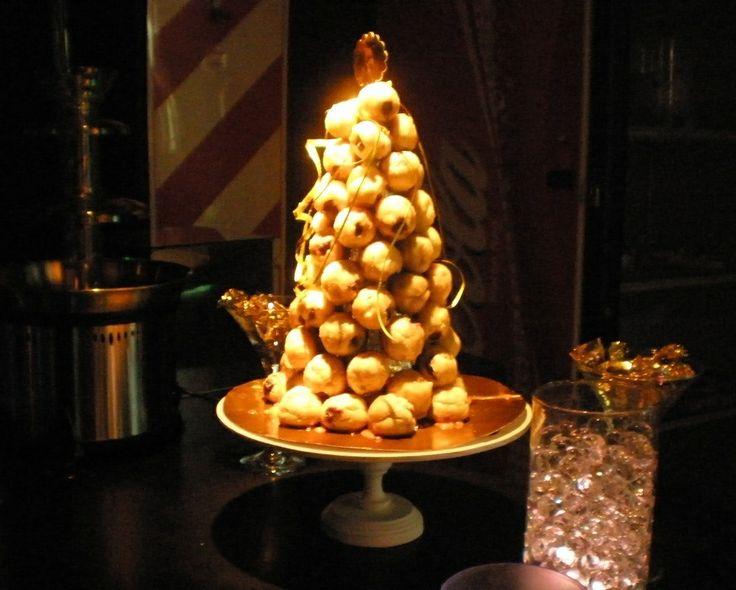 torre de profiteroles Tortas cakes by Dulcinea de la fuente www.facebook.com/dulcinea.delafuente  #fiesta #festejo #cumpleaños #mesadulce#fuentedechocolate #agasajo# #candybar  #tamatización #souvenir  #regalos personalizados #catering finger food