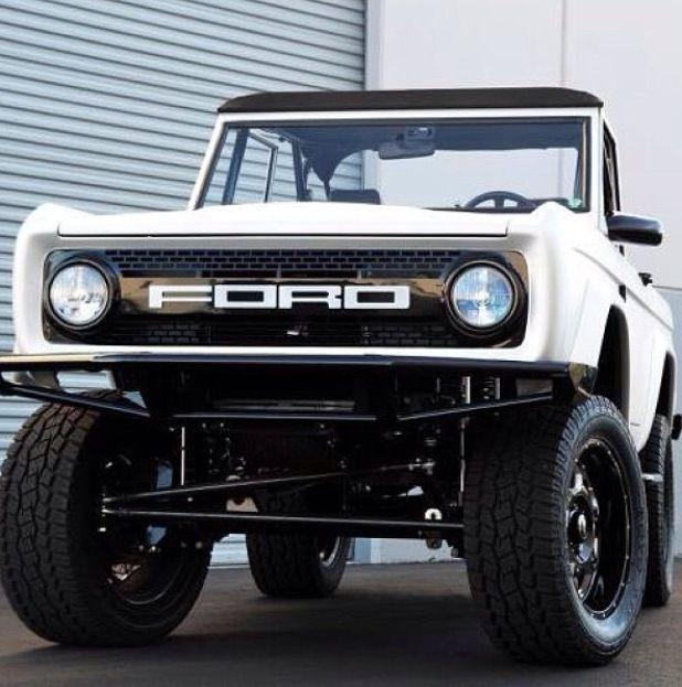 Findlay Customs Ford Bronco restomod. Vintage. Perfect. Classic Bronco