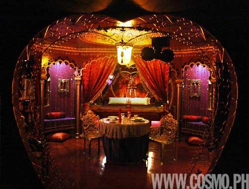.............MOULIN ROUGE BEDROOM?!? IN REAL LIFE?!!!!!!!!! MINE. THIS WILL BE MINE!